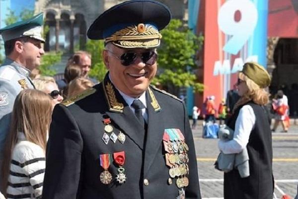 Сообщение газеты «Ведомости» о тайном присвоении Сергею Чемезову звания герой России вызвало вопрос: «что это было?»